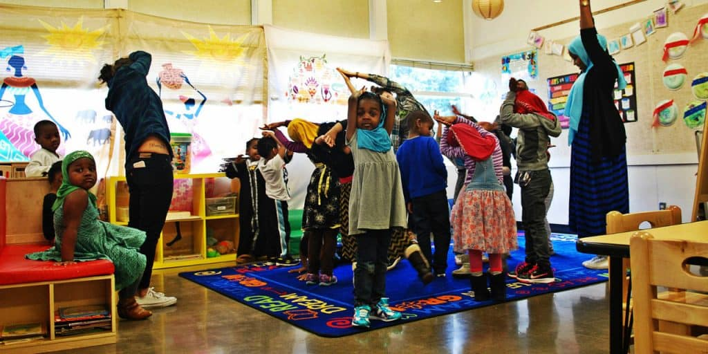 CAIROS picture kids exercising